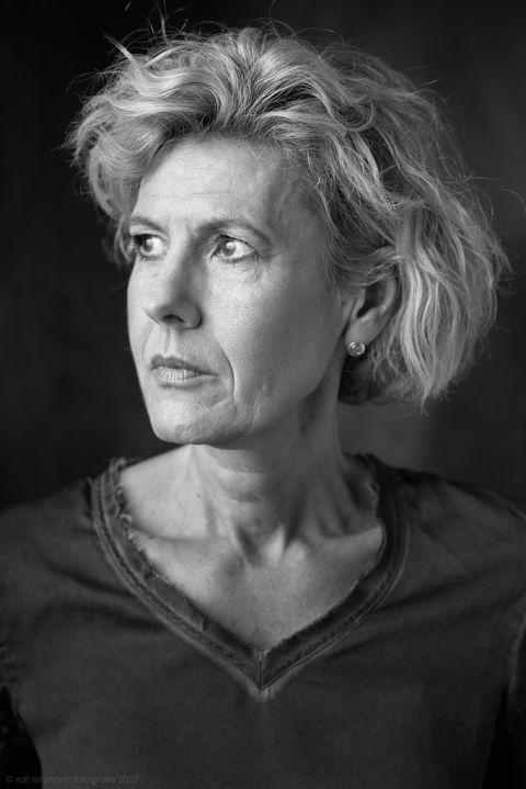 Portraitfotografie Wuppertal: Das Licht in einem Portrait Studio ist von entscheidender Bedeutung. Nach einem Vorgespräch mit dem Kunden, wird das Licht eingerichtet, um möglichst die Wünsche des Kunden zu erfüllen, aber auch die Person herauszuarbeiten.